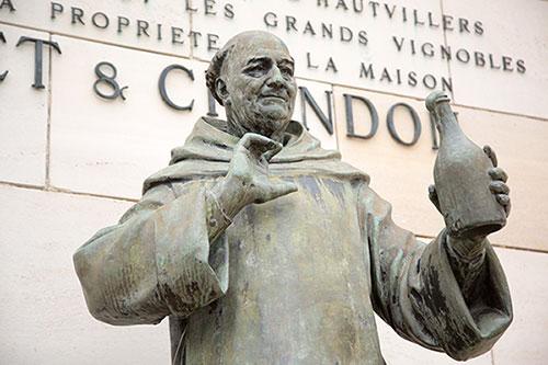 ドン・ペリニヨン修道士像